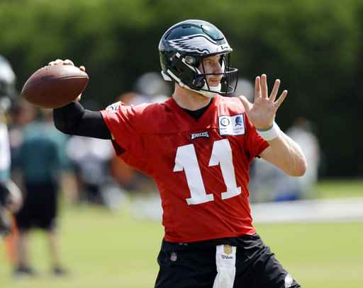 Wentz eager to return, but Foles allows Eagles to wait