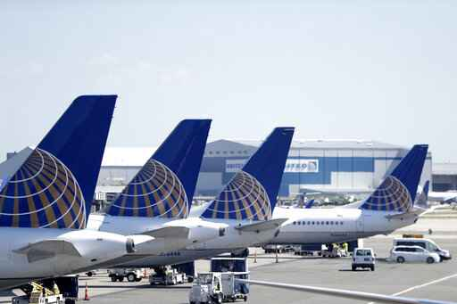 United Airlines trims growth plan for 2019