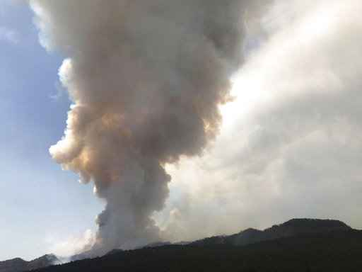 Colorado wildfire forces nearly 2K evacuations amid drought