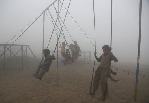 Winter rains likely to cut smog in Pakistan