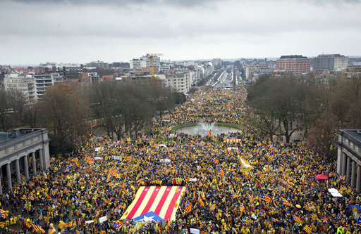 Thousands of Catalans rally, feeling abandoned by the EU