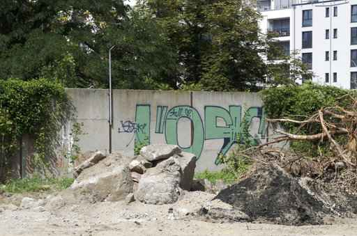 Forgotten remnant of Berlin Wall found in central district