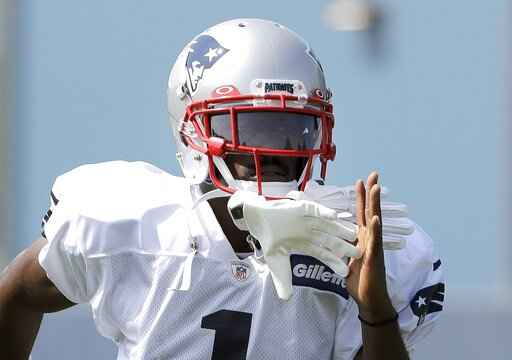 Patriots' Brown practices, status for Sunday's game unclear