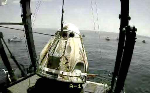 Private boaters surround SpaceX capsule after successful splashdown