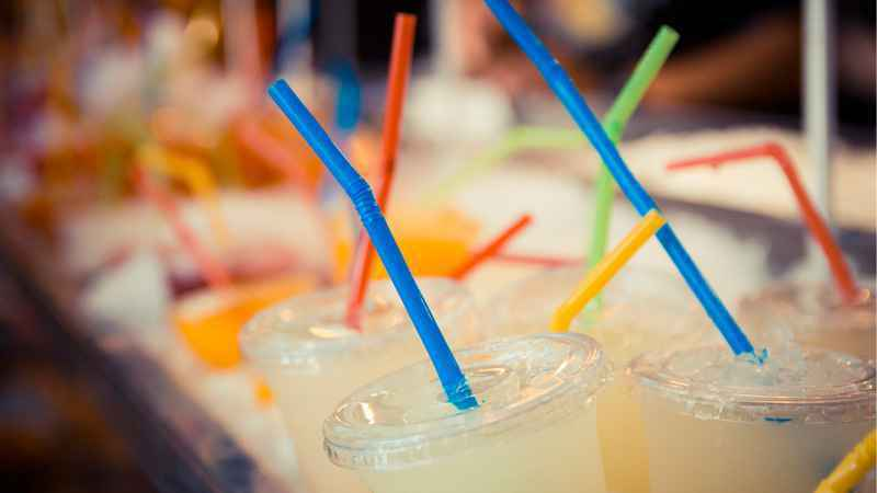EU proposes ban on straws, other single-use plastics