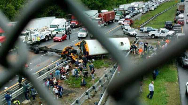 At least 2 dead many hurt in New Jersey school bus crash