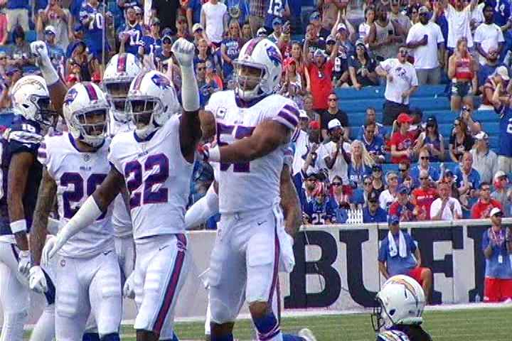 National Football League  defender Davis quits on Bills in mid-game