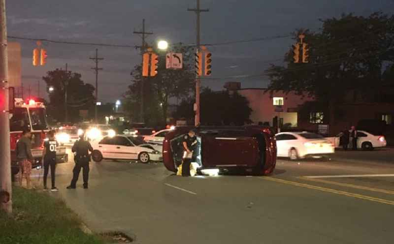 Police respond to rollover crash on Lexington Avenue
