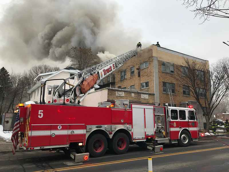 Firefighter, civilian injured in 5-alarm fire at apartment building