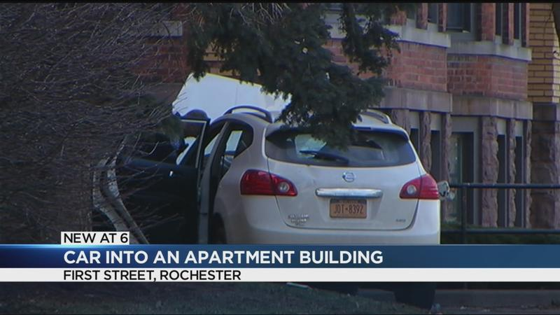 Car crashes into Rochester apartment building