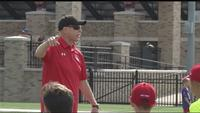Jim Kelly kicks off football clinic at St. John Fisher